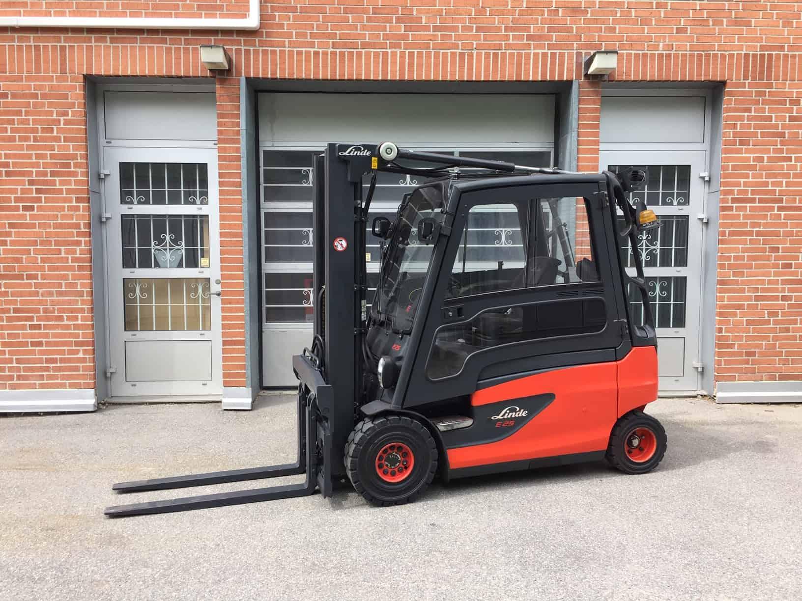 Begagnad motviktstruck 2,5 ton Linde E25